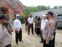 100 Orang Pengunjung Pasar Petapahan Jaya Tidak Pakai Masker Diberi Teguran Oleh Tim Yustisi