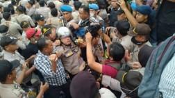 Aksi Pelajar dan Mahasiswa Riau Rusuh, Kapolresta Pekanbaru Pingsan