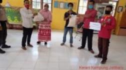 Anggota DPRD Siak Bagikan Sambako di Kecamatan Bungaraya