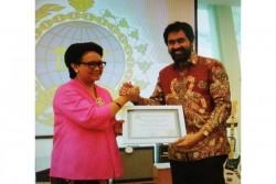 Bangun Konektifitas Bisnis, Kadin Aceh Anugerahi Menlu Penghargaan