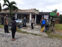 Bersama Tiga Pilar, Kelurahan Bencah Lesung Semprot Disinfektan Pemukiman Warga