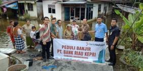 BRK Bangkinang Berikan Bantuan Korban Banjir di Kampar