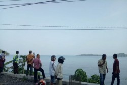 Buaya Sepanjang Lima Meter Muncul Di Pantai Carocok Painan, Wisatawan Tak Berani Nikmati Wahana Air