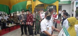Bupati Serahkan 7 Ambulance di Tambang, Minta Maaf Untuk Desa Belum Dialokasikan