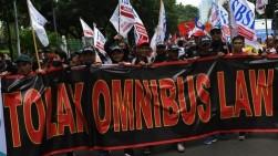 Buruh Kecewa Jokowi Bak Menantang Masyarakat Gugat UU Cipta Kerja ke MK