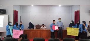 Dinilai Cederai Demokrasi, Mahasiswa FEIS UIN Suska Tuntut Ketua SEMA Mundur dan KPUM Dibubarkan