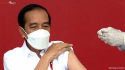Cerita Jokowi Divaksinasi Covid-19: Merasa Pegal Setelah Dua Jam