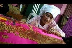 Cerita Perempuan Penyulam Tertua di Kota Pariaman