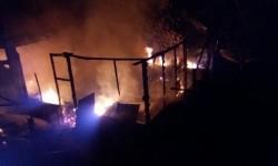 Diduga Korsleting Listrik, Satu Rumah dan Dua Motor Terbakar di Sungai Tarab