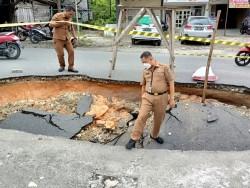 Dinas PUPR Pekanbaru Perbaiki Drainase Jalan Lobak Yang Amblas Karena Hujan Tadi Malam