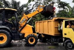 Dinas PUPR Pekanbaru Turunkan Armada Bersihkan Sampah