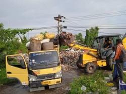 DLHK Pekanbaru Bersihkan Sampah di Jalan Pesantren dan Kawasan Pemakaman Tanjung Rhu
