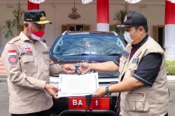 Gubernur Sumbar Serahkan Mobil Dinas Untuk Penanganan Covid-19, Keseharian Pakai Mobil Pribadi