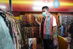 Gubernur Sumsel Optimis Kain Khas Sumsel Tembus Pasar Nasional