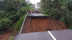 Jalur Lintas Sumatera di Lahat Putus Total
