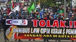 Jokowi: Aturan Turunan UU Cipta Kerja Segera Terbit