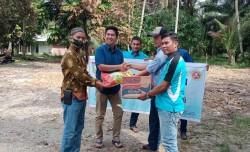 Karang Taruna Bantu Korban Kebakaran Rumah Di Desa Padang Luas.