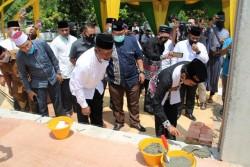 Kepala Kejari Kampar Daulat UAS Letakkan Batu Pertama Masjid di Lingkungan Kejari Kampar