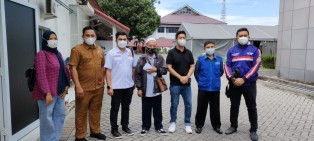 Ketua Karang Taruna Riau Jenguk Kader di RSUD Arifin Achmad