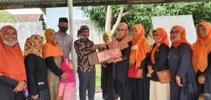 Komunitas Pekanbaru Kota Bertuah Bagikan Mushaf Al-Quran di Masjid Raya Al Khairat Lembah Damai
