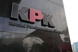 KPK Amankan Uang Ratusan Juta dalam OTT Bupati indramayu.
