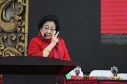 Megawati Usul ke Nadiem Buku Karya Bung Karno Jadi Kurikulum Baca di Sekolah