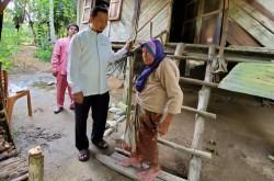 Melalui Program Rehab 1.000 Rumah, Syahrul Aidi Wujudkan Mimpi Nenek Hamida