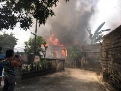 Nenek Ami Pingsan Melihat Rumahnya Hangus Terbakar