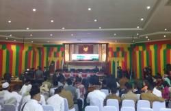 Pejabat Telat Hadir, Pelantikan Anggota DPRD Lingga Molor