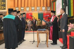 Pelantikan Empat Pimpinan DPRD Pekanbaru Periode 2019-2024 Berjalan Khidmat
