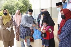 Pemkab Siak Serahkan Sembako Kepada Perempuan, Anak, dan Lansia di Kabupaten Siak