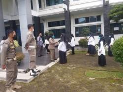 Personel Satpol PP Padang Panjang Bantu Pelaksanaan Ujian SKD CPNS