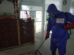 Rotte Foundation Lakukan Penyemprotan Disinfektan di Masjid Al Aqsha