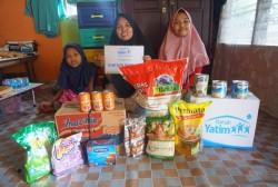 Rumah Yatim Salurkan Bantuan untuk Keluarga Syahira, Yatim Berprestasi Asal Riau