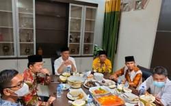 Sambil Makan Durian, Bupati M. Adil Curhat ke Syahrul Aidi Terkait Kondisi Kepulauan Meranti