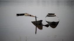 Sampan Nelayan Terbalik Dihantam Gelombang Perairan Karimun