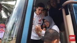 Seorang Ibu di Bandung Berhasil Peluk Marquez, Setelah Merengek di Pintu Bus
