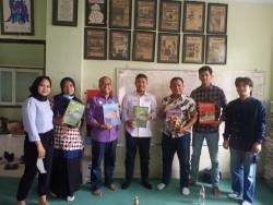 SPS Riau Semangati Redaksi Majalah Aklamasi UIR Kembangkan Media Kampus