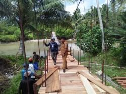 Sudah Lama Ditunggu Masyarakat, Akhirnya Jembatan Antar Dusun di Desa Betumonga Mentawai Dibangun