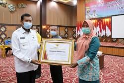 Tenayan Raya Raih Penghargaan Indeks Kepuasan Masyarakat Nilai A