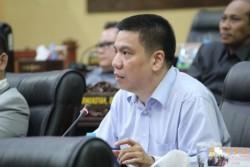 Tolak Pin Emas dan Jas Baru saat Pelantikan DPRD Kepri, Rudi Chua: Yang Lama Masih Ada