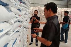 Waduh, 6.000 Ton Beras Busuk di Gudang Bulog OKU Timur