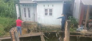 Wakil Ketua DPRD Pekanbaru Tinjau Rumah Warga yangTerancam Ambruk Diakibatkan Longsor
