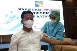Wako Batam Ikuti Vaksinasi, Berharap Ekonomi Batam Pulih Secepatnya