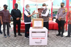Wali Kota Pekanbaru Resmi Terima 50.000 Dosis Vaksin Sinovac dari Gubri