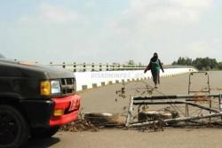 Warga Desak Pemerintah Perbaiki Jembatan II Dompak